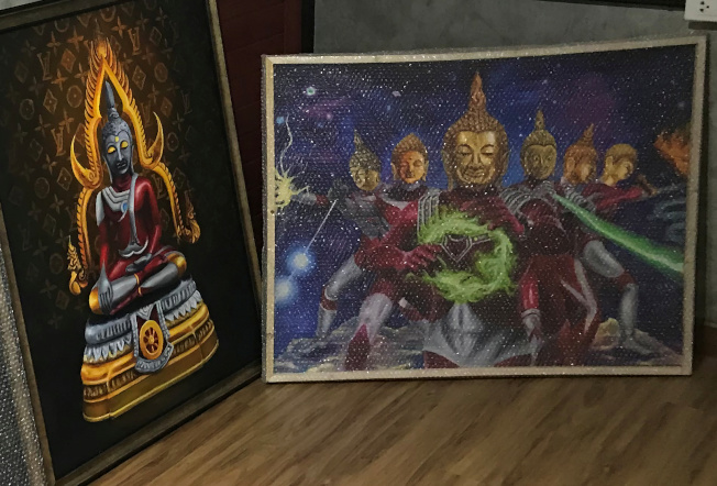 泰國呵叻皇家師範大學的一名藝術學院學生,創作一系列佛陀畫像,最引人注目的特點是,這些畫作都把佛像融合日本的知名特攝《超人力霸王》,卻引發極大的撤展道歉爭議。(路透)