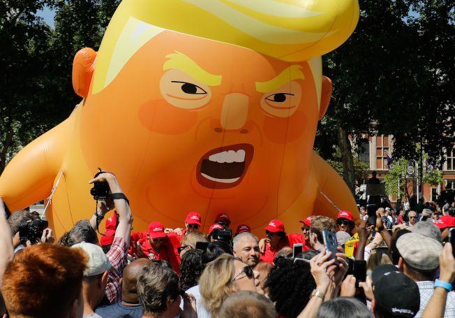 川普造訪灣區,巨型「川普嬰兒」汽球伺候。(Getty Images)