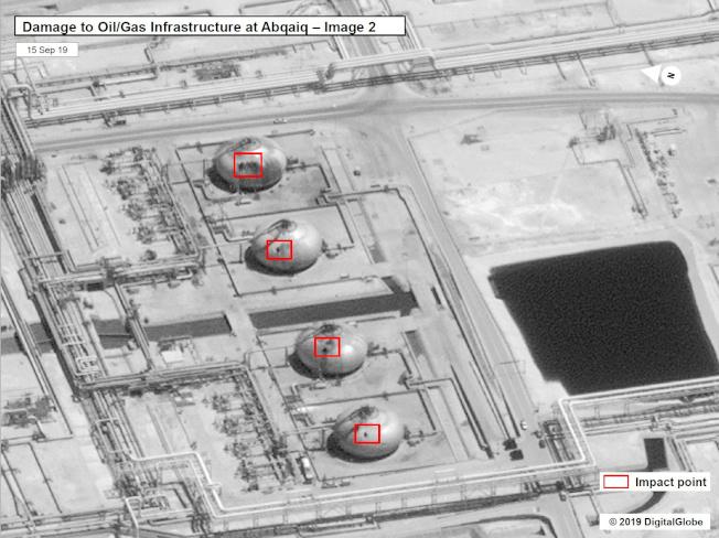 美國釋出衛星畫面,顯示沙國煉油廠有高達17個設施遭受19次攻擊。紐時指出,光憑影像無法斷言攻擊來自伊朗,但這確實呈現出攻擊的「精密及複雜度」,遠超出胡塞組織能力所及。Getty Images