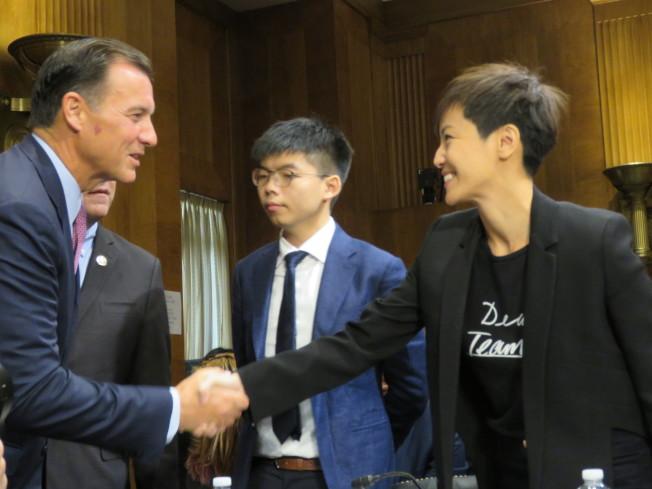 美國國會及行政部門中國問題委員會(CECC)17日舉行香港局勢聽證會,香港眾志秘書長黃之鋒(中)、歌手何韻詩(右)等人出席。華盛頓記者張加/攝影
