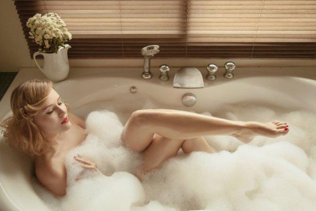 洗澡使用沐浴球,應保持乾燥並勤於更換。 圖/Ingimage