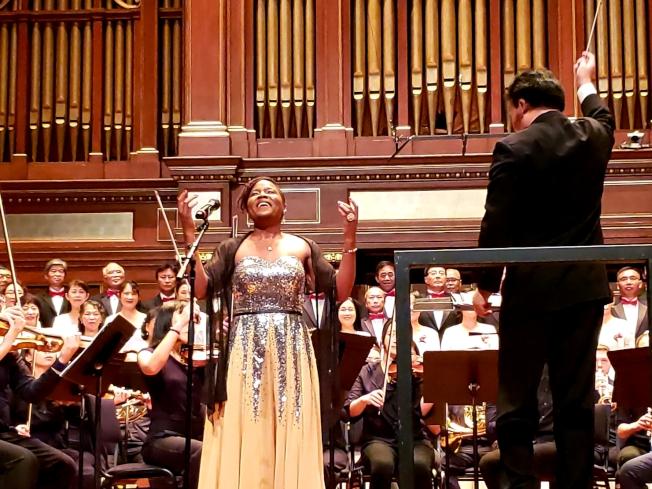 Suzanne Taffot 演唱「我愛你中國」。(記者唐嘉麗/攝影)