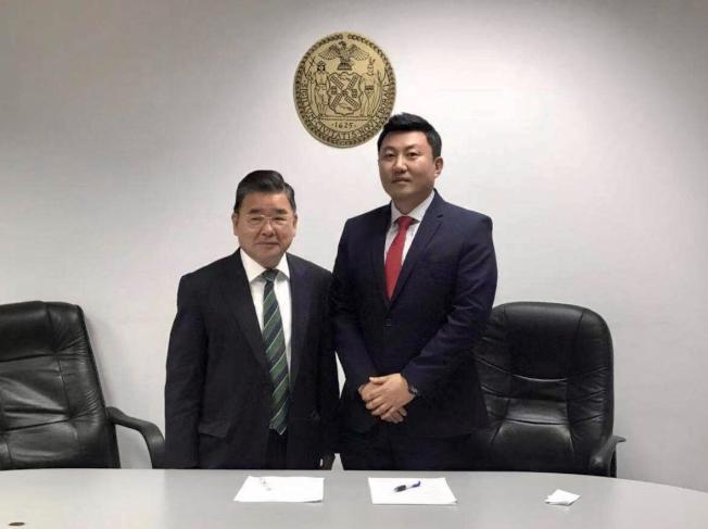 顧雅明(左)聘請韓裔Joonyong Ahn(右)擔任社區事務主任和韓裔社區聯絡人。(顧雅明辦公室提供)