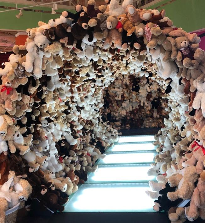泰迪熊隧道。(記者張宏/攝影)