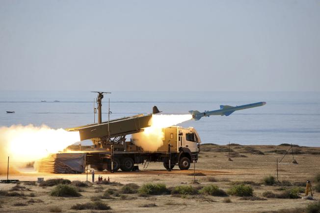 伊朗試射巡弋飛彈。(美聯社)