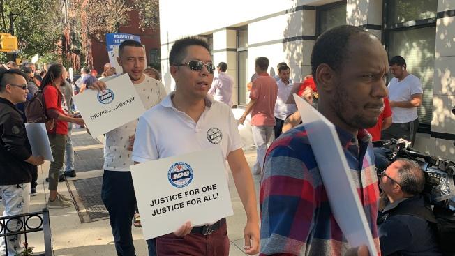 200多名華人司機參加示威,他們認為優步的新規嚴重影響司機自由上班的權利。(記者和釗宇/攝影)