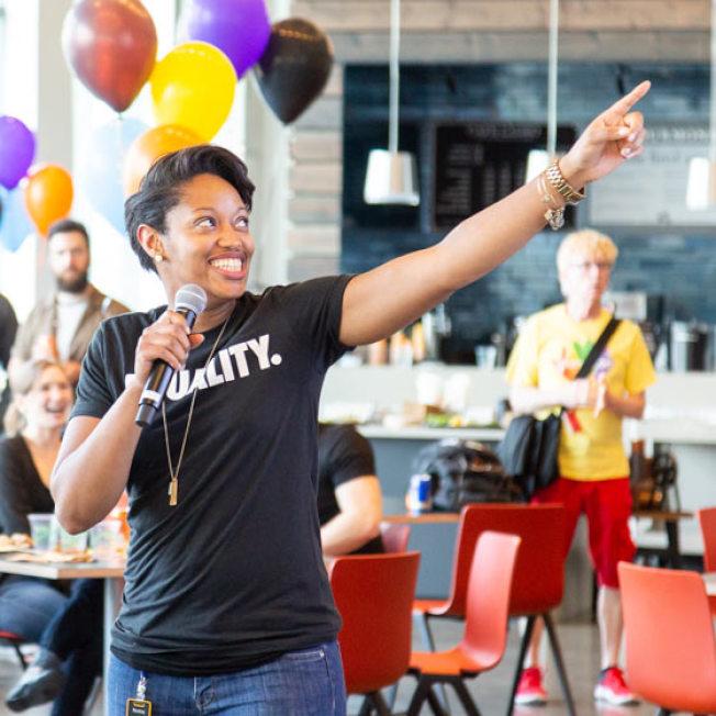 亞馬遜公司17日在全國六座城市舉辦招聘新員工的職業日。(Amazon官網)