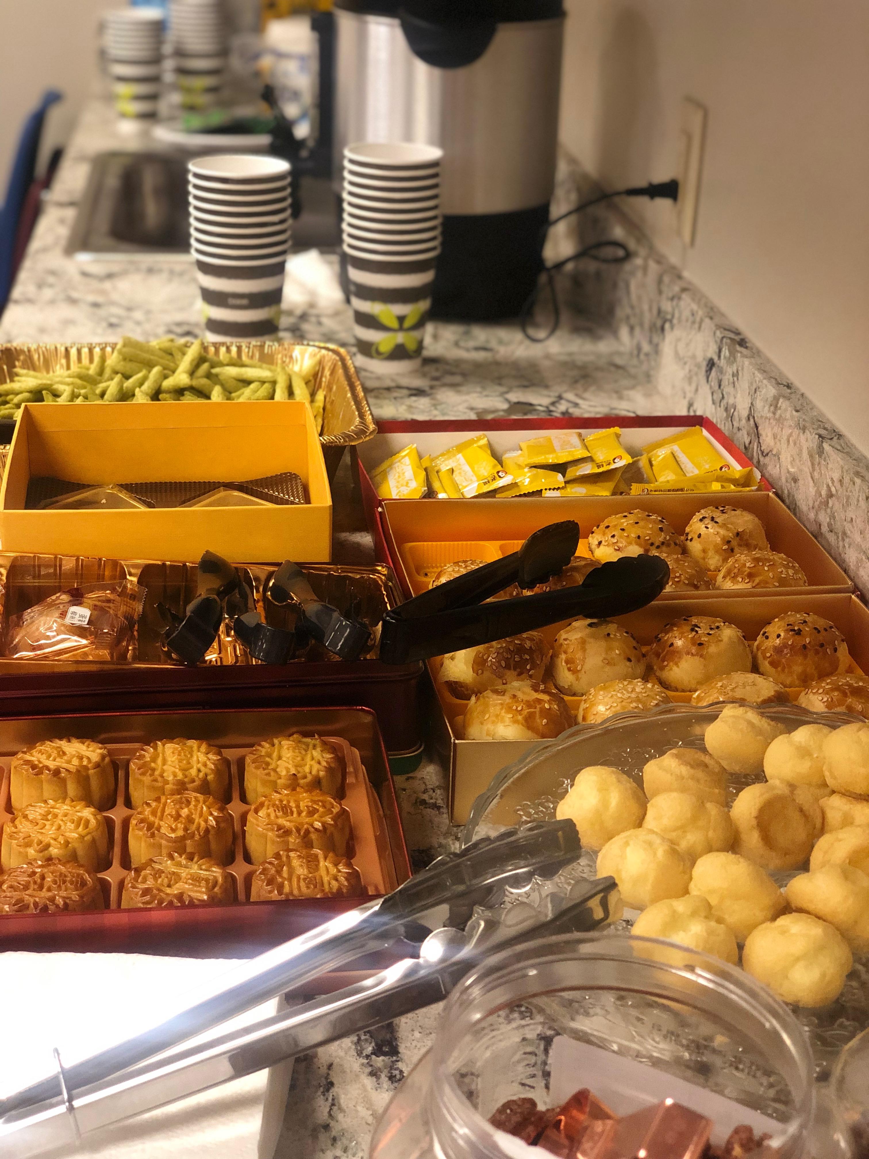 主辦單位貼心準備月餅等應景食品,與大家歡度中秋節。