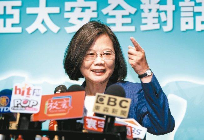 中華民國蔡英文總統遭控「偽造論文及證書、用假的學位證書做副教授、假博士」,蔡總統委託律師提告。(本報系資料照片)