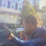 史島查家暴案爆街頭槍戰 1死1傷 警察錄下槍手最後身影