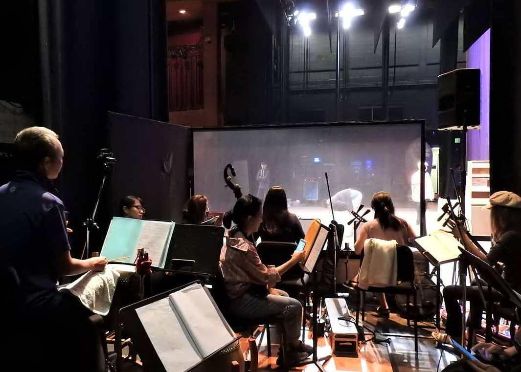 劇團的樂隊配合演出,在幕後舞台側邊。(台北新劇團提供)