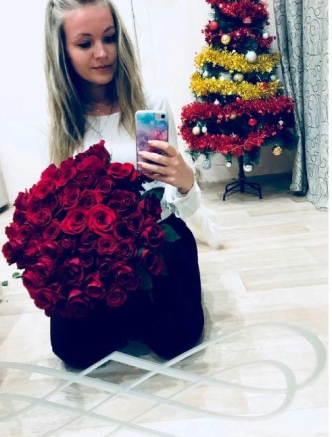 26歲的葉甫根尼婭被發現死在家中,死因疑似是在泡澡時用充電中的手機觸電而亡。(取材自太陽報)