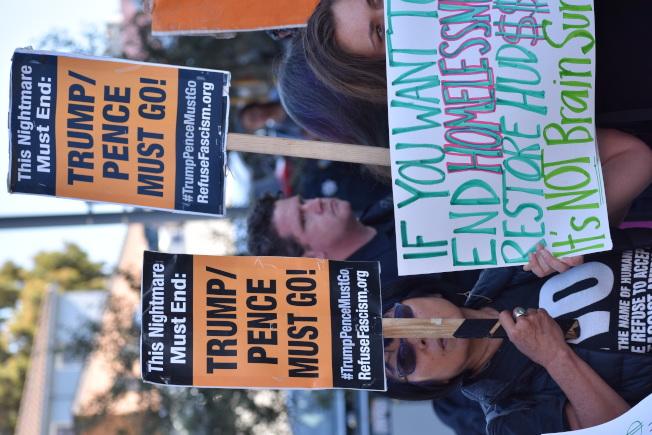 示威者批評總統川普政府的遊民政策。(記者李秀蘭/攝影)