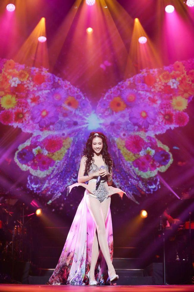 莫文蔚成為首位在巴黎「女神遊樂廳」舉辦演唱會的華人歌手。(圖:莫家寶貝工作室提供)