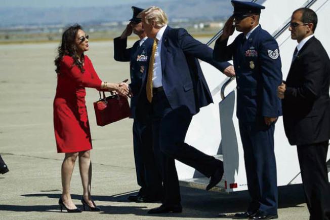 川普搭空軍一號抵山景城的莫菲特空軍基地。(Getty Images)
