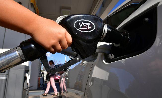 沙烏地阿拉伯油田遇襲,引起的油價驟漲,可能衝擊美國經濟。(Getty Images)