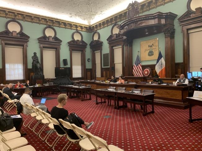 市議會老人委員會18日舉行公聽會,檢視老人局旗下老人中心避暑站應對緊急情況的預案。(記者和釗宇╱攝影)