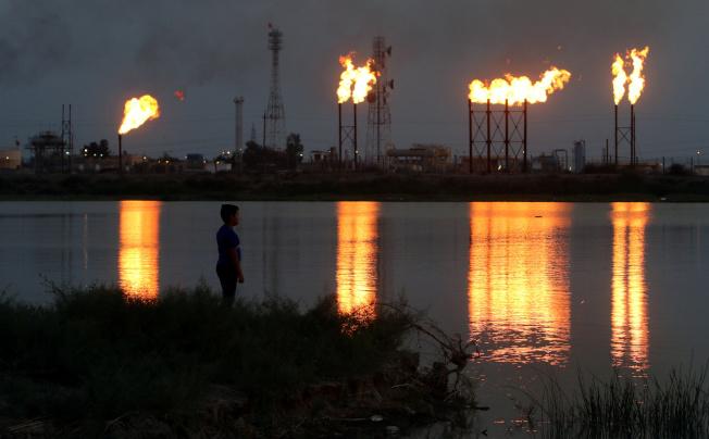 沙烏地阿拉伯油田遭攻擊後,全力搶修,預期月底可恢復全部產能。圖為沙國煉油設施。(路透)