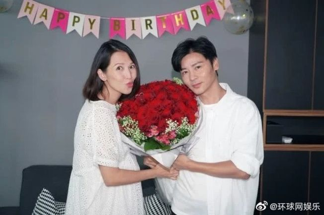 蔡少芬(左)歡慶46歲生日,宣布「封肚」。(取材自微博)