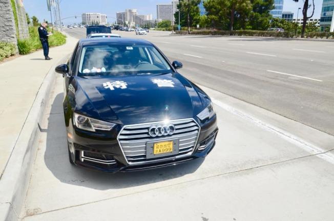 加州公路巡警局9月攔停的奧迪「偽警車」,印有「特警」字樣,車牌為「京A999」其上還寫有「緊急出警」。(加州公路巡警局提供)