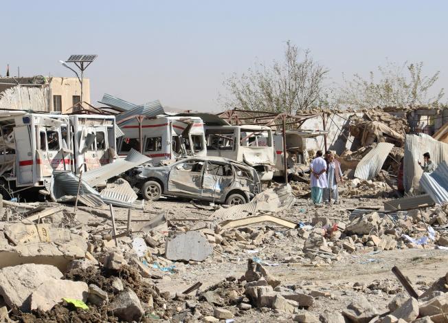 阿富汗位於卡拉特的國家安全局淪為汽車炸彈攻擊目標,造成至少20死95傷。(路透)
