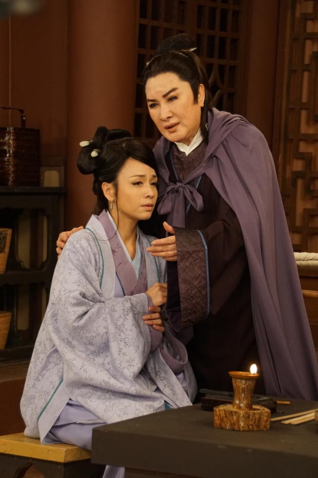 楊麗花(右)新戲「忠孝節義」娘子陳怡真(左)曝光。(圖:麗生百合提供)
