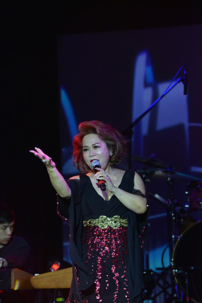 杜麗莎寬闊響亮歌聲和真摯情感撼動現場歌迷和觀眾。