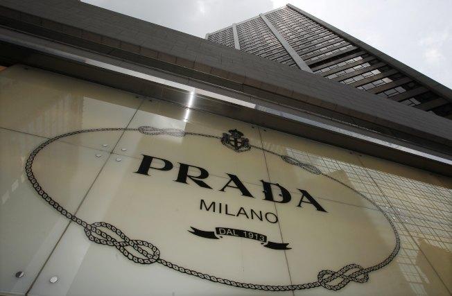 位於銅鑼灣的義大利精品Prada明年也要撤走。(路透資料照片)