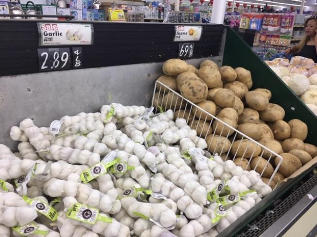 進口關稅增加,中國進口大蒜價格創近年新高。(記者楊青/攝影)