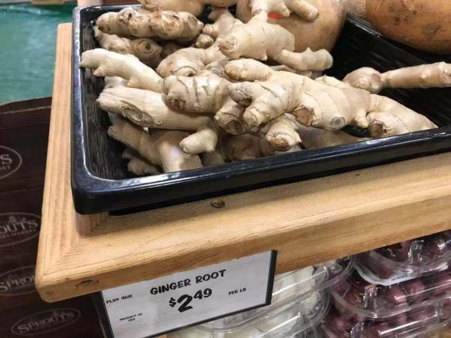 蒜薑不分家。新鮮大蒜價格大幅提高,生薑價格也跟著上揚。(記者楊青/攝影)