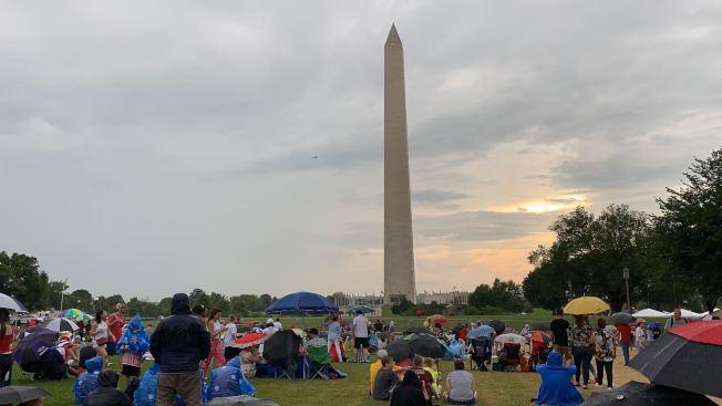 紀念碑門票仍是完全免費,民眾需在當天排隊領票,分場次進入參觀以控制人數。(記者張筠 / 攝影)