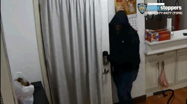 三名涉嫌小頸強暴搶劫案的嫌犯均被捕移送法案。(警方提供)