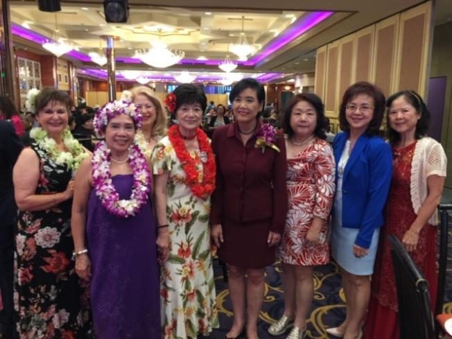 南加州師大校友基金會董事出席羅省婦女新運會80周年會慶。(師大校友基金會提供)