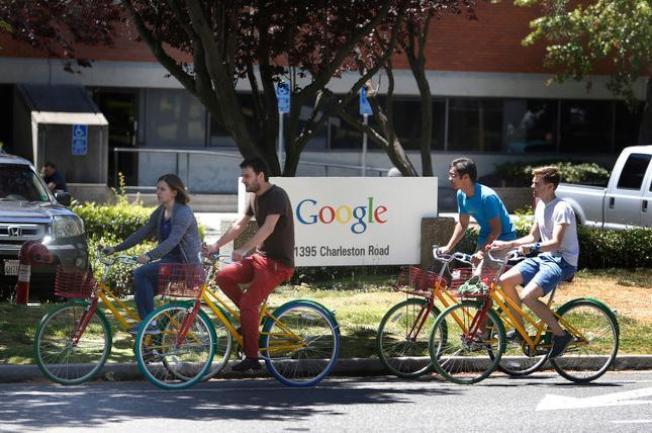 Google女工程師不滿薪資比男員工少,遭投訴又被降職,告Google性別歧視。(美聯社)