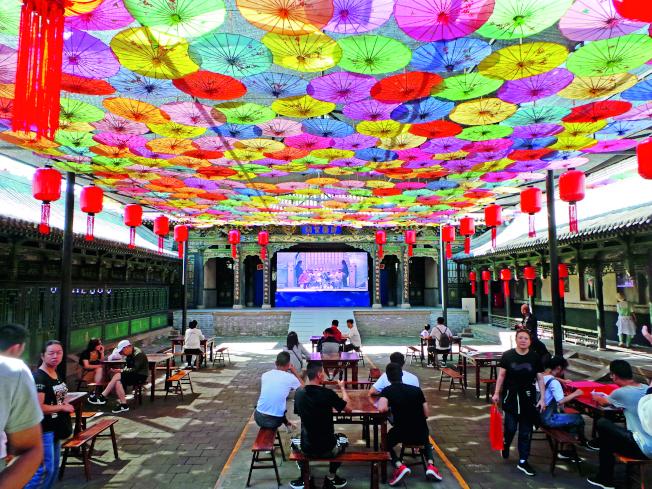 喬家大院景區內「書法大師」兜售書法的場所已被取締,成為供遊客休息或景區對員工業務培訓的場所。(取材自中國新聞周刊)