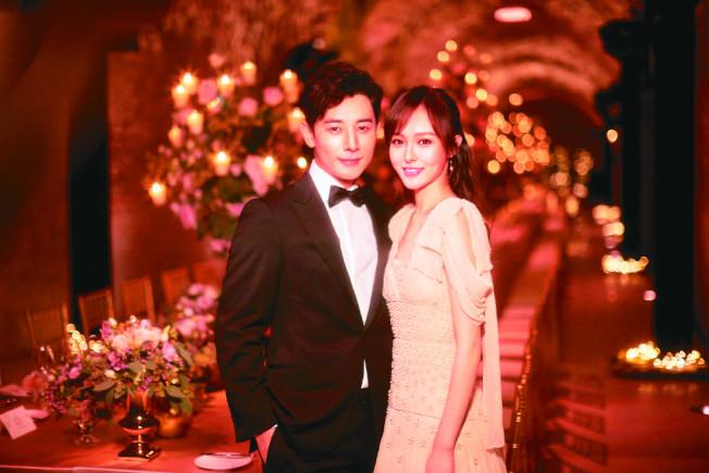 唐嫣(右)與羅晉交往兩年在維也納舉辦婚禮。(取材自微博)