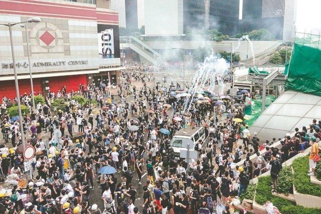受「反送中」運動影響,逾4成香港中小學校指有學生情緒出現問題。 特派記者王騰毅/攝影