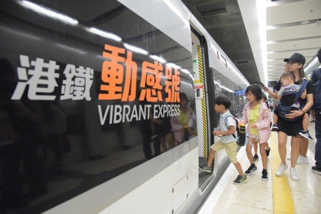 香港鐵路公司表態支持警方執法並與暴力割蓆,又說「反送中」示威者破壞地鐵。 中通社