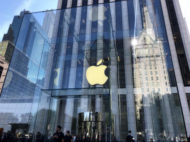 曼哈頓第五大道蘋果旗艦店重開首日配新品發售。(記者張晨/攝影)