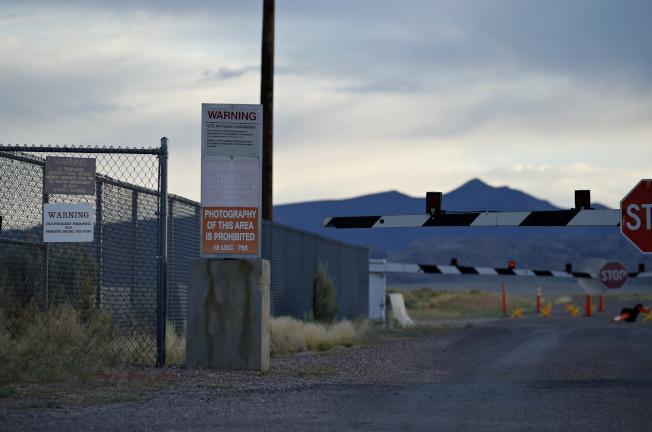 51區其實就是美國空軍在內華達的測試和訓練場,在1950年代專門開發U-2偵察機,圖為設施入口。(美聯社)