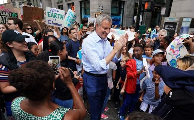 紐約市長白思豪(Bill de Blasio)也參與了氣候變遷抗議活動。當天,紐約市公立學校特別准許學生參加。(Getty Images)
