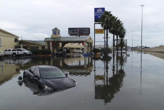 9月是大西洋颶風和太平洋熱帶風暴的活動高峰期。圖為德州受到熱帶風暴「伊美黛」侵襲後汪洋一片。(美聯社)