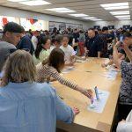 iPhone 11開賣 Apple商店排長龍