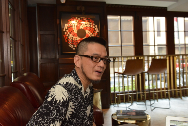 香港歌手黃耀明將在曼哈頓舉辦「明曲晚唱」演唱會。(記者張晨/攝影)
