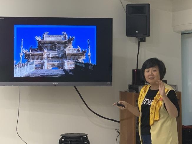 大家看著圖片遊覽山西五台山龍泉寺漢白玉(大理石)牌坊。拍攝者:蔣本澎