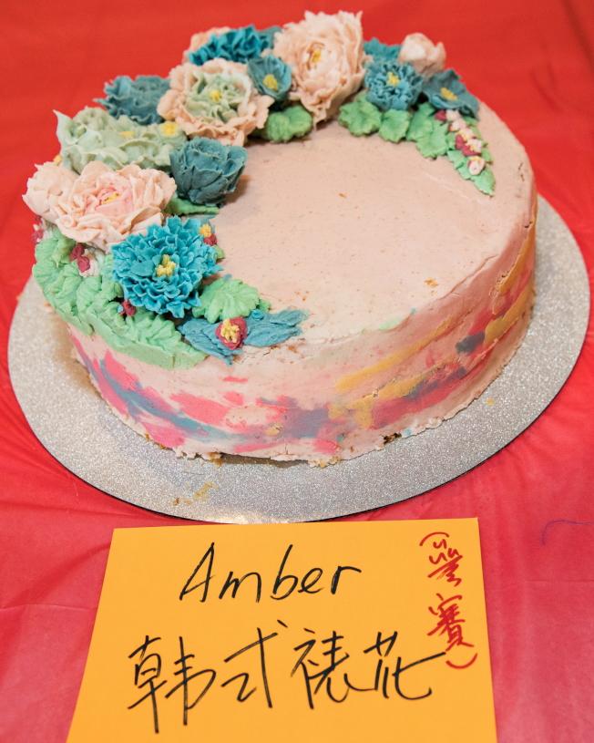 Amber製作的韓式裱花蛋糕獲美食大賽第三名。(朱志凌提供)