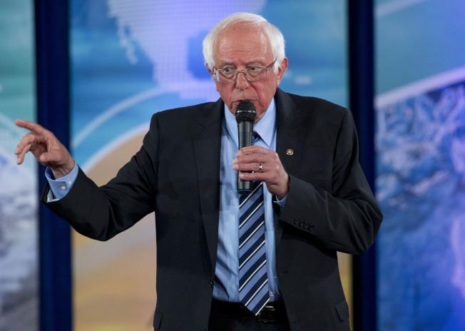 年輕選民對民主黨總統參選人桑德斯的熱情雖未退,但今年卻有其他選擇,桑德斯不再是選票市場上唯一「進步派」人選。(美聯社)