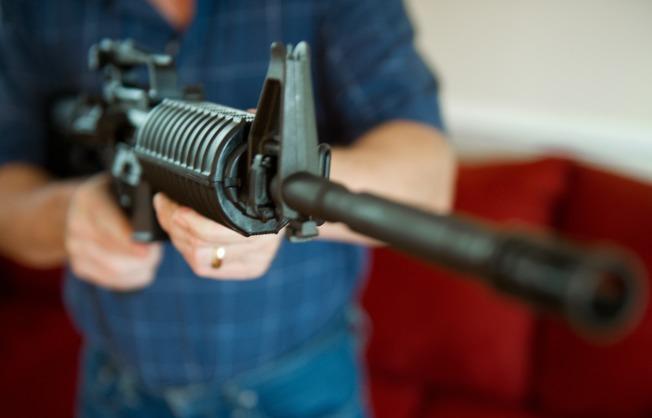 創於1830年代的槍械公司柯爾特19日宣布將停止生產民用步槍,包括多起槍擊案中兇手常用的AR-15。(Getty Images)