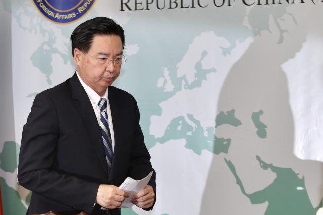 外交部長吳釗燮20日舉行記者會宣布,即日起與吉里巴斯斷交。(記者林伯東/攝影)