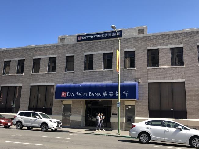 屋崙華埠警員左思揚表示,最近三周,屋崙華埠及市中心發生四起銀行搶劫,兩起分別發生在華埠的華美銀行(East West Bank)和花旗銀行(Citibank)。(記者劉先進/攝影)